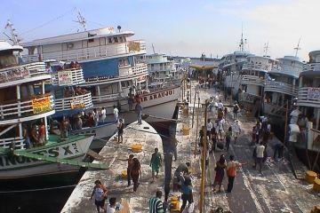 Der schwimmende Hafen von Manaus