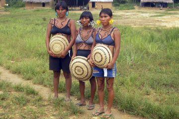 Yanomami-Frauen in Maturáca