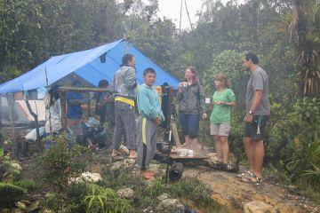 Frühstück im Dschungel-Zeltlager